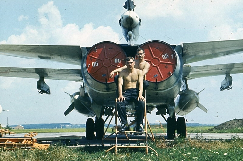 USSR Air Force's 7th Bomber Air Regiment, Starokonstaninov ground crew front of his Su-24M Fencer-D