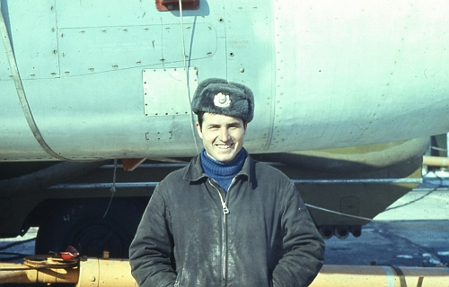 Soviet Tactical Air Force's 7th Bomber Air Regiment, Starokonstaninov ground crew front of his Su-24M Fencer-D