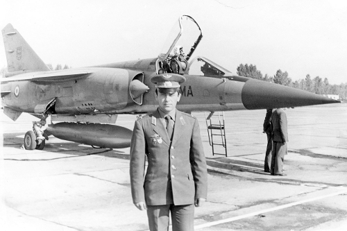France delegation with Mirage F-1C fighter at the Soviet Kubinka airport
