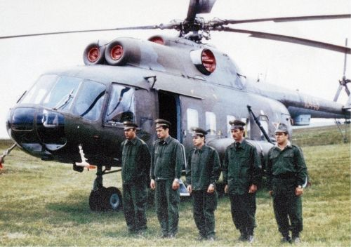Hungarian 87th Helicopter Air Regiment crew on fron of their Mi-8P Hip-C VIP cargo (b/n: red 10445) helicopter in 1977 or 1978. Source: Repter