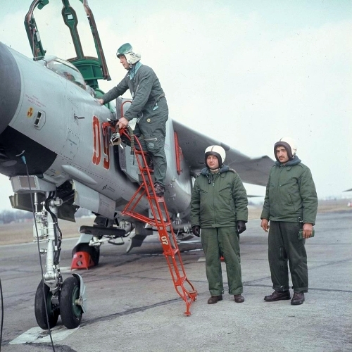 Hungarian MiG-23MF Flogger-B in light-gray color scheme